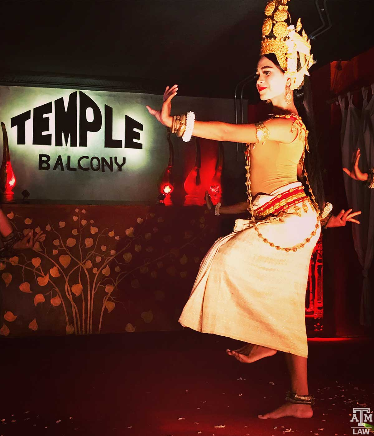 C-temple-balcony-w