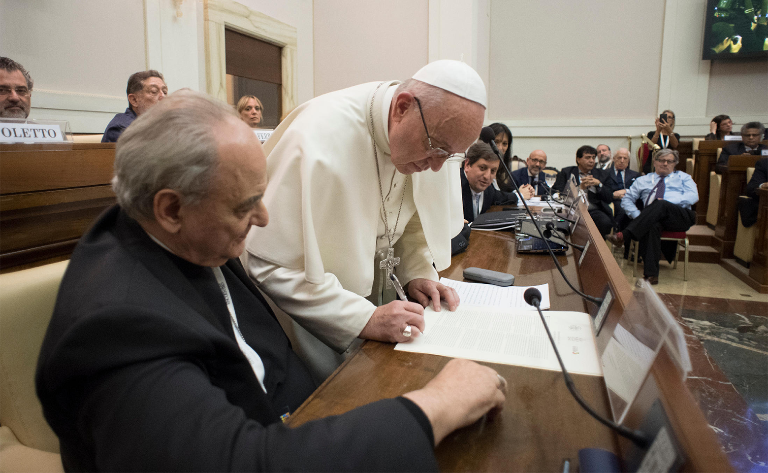 Pope Francis signging Rome Declaration