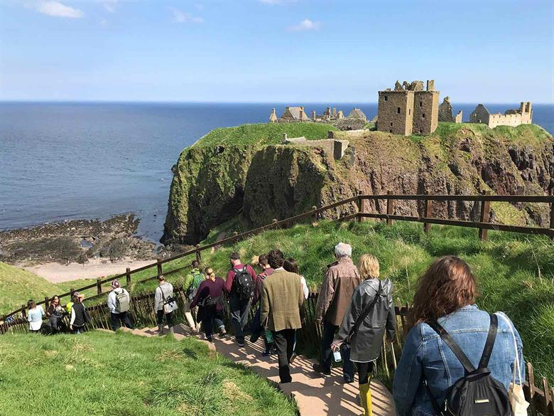 Scotland-dunnottar-walk-w